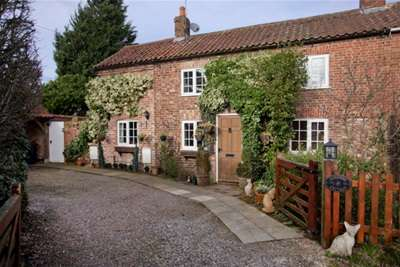 3 Bedrooms Cottage House for rent in Nun Monkton, York