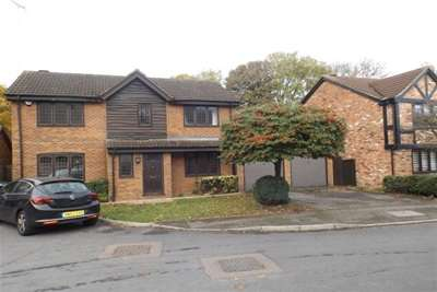 4 Bedrooms Detached House for rent in Hunters Oak, HP2