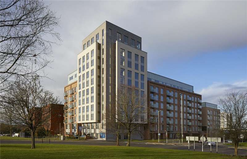 3 Bedrooms Flat for sale in Franklin Court, Shenley Road, Borehamwood, Hertfordshire, WD6
