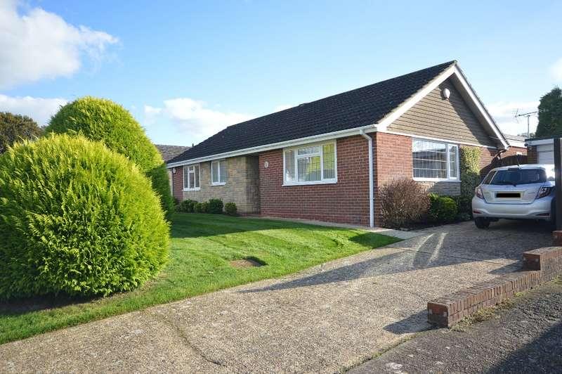 3 Bedrooms Detached Bungalow for sale in Denshire Drive, Storrington, RH20