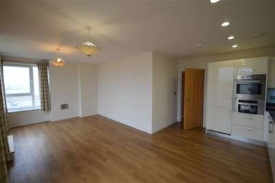 3 Bedrooms Flat for rent in The Boathouse, Ocean Drive, Gillingham