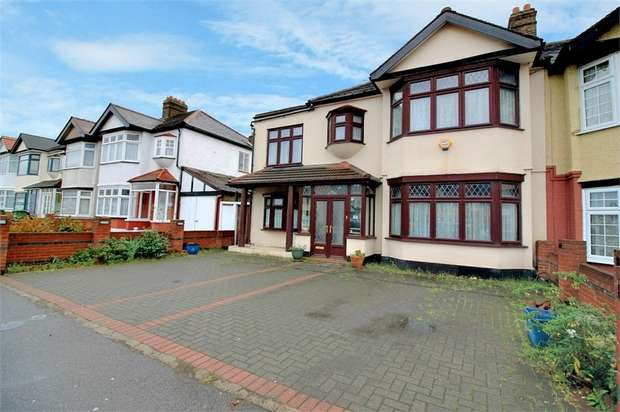 4 Bedrooms Semi Detached House for sale in Eastern Avenue, Ilford, Essex