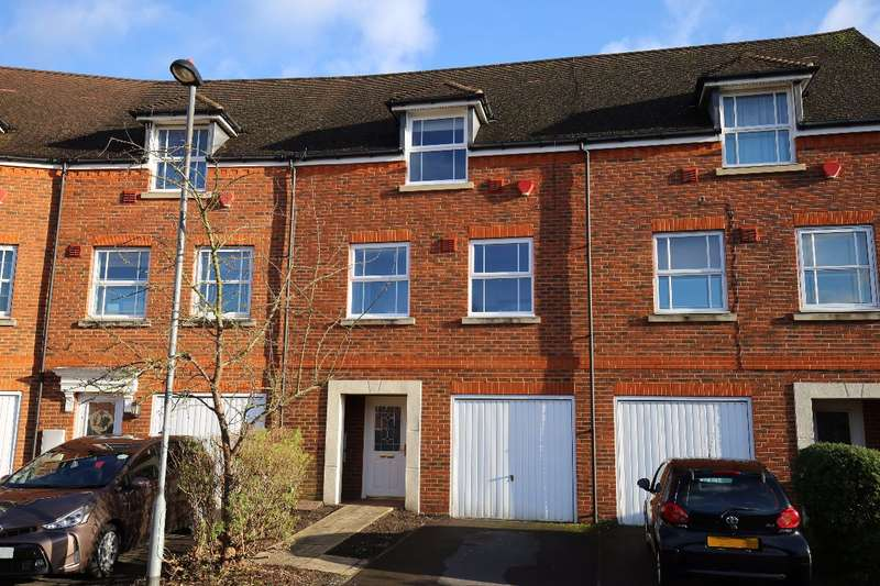 4 Bedrooms Terraced House for rent in White Lodge Road, Isleworth