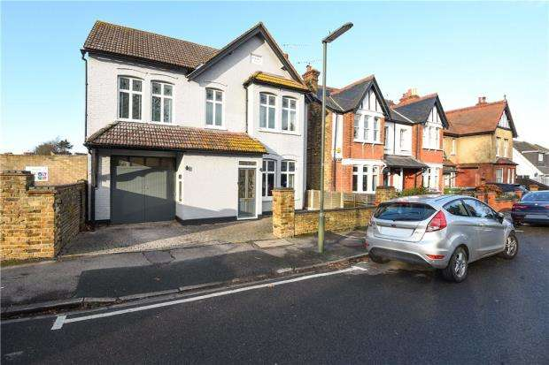 5 Bedrooms Detached House for sale in Greenlands Road, Staines-upon-Thames, Surrey
