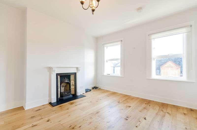 3 Bedrooms Flat for sale in Schubert Road, East Putney, SW15