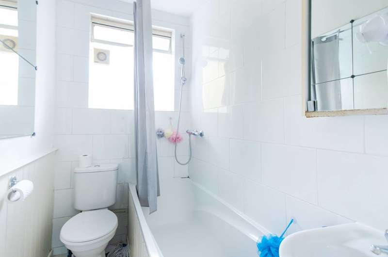 2 Bedrooms Flat for rent in Belmont Hill, Lewisham, SE13