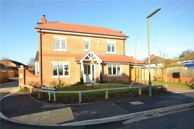 5 Bedrooms Detached House for sale in Stockwood Way, Farnham, Surrey
