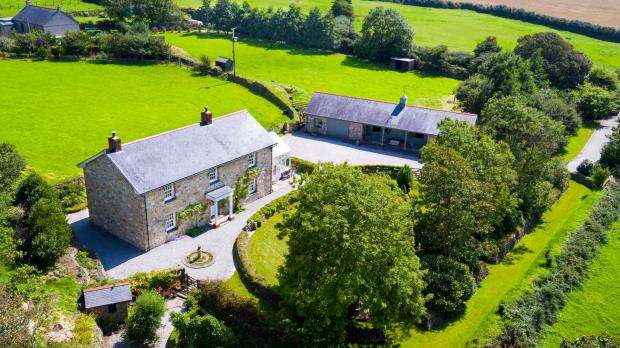 3 Bedrooms Detached House for sale in Nancegollan, Helston, Cornwall