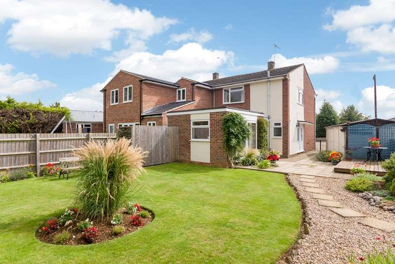 3 Bedrooms Semi Detached House for sale in Newcombe Close, Milcombe, Banbury