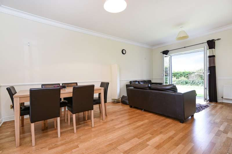 2 Bedrooms Ground Flat for sale in Lisle Close, Tooting, SW17