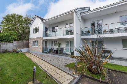 3 Bedrooms Flat for sale in Valley Road, Carbis Bay, St. Ives