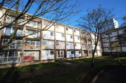 2 Bedrooms Flat for sale in Telford Road, The Murray