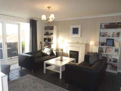 2 Bedrooms Flat for sale in Pennyfields, Brentwood, Essex