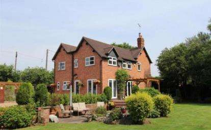 4 Bedrooms Detached House for sale in Torton, Kidderminster, Worcestershire