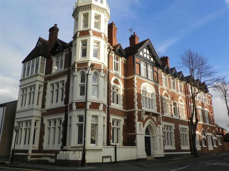 2 Bedrooms Apartment Flat for rent in The Abbey, Kenilworth, Warwickshire, CV8