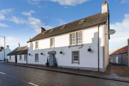 5 Bedrooms Semi Detached House for sale in Main Street, Thornhill