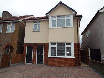 2 Bedrooms Maisonette Flat for sale in Hainault, Essex