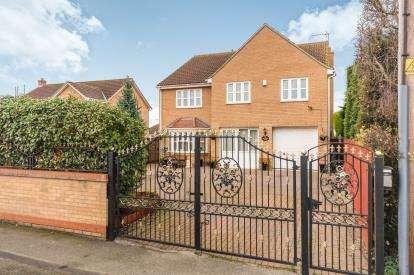 4 Bedrooms Detached House for sale in Doddington Road, Wimblington