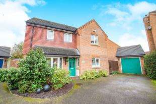 3 Bedrooms Detached House for sale in Crombie Close, Hawkinge, Folkestone, Kent