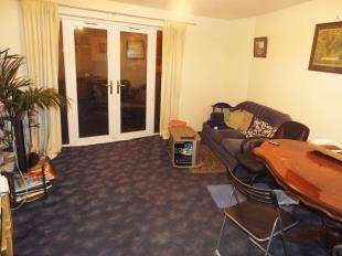2 Bedrooms Flat for sale in Pitfield Crescent, Thamesmead
