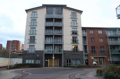 2 Bedrooms Flat for sale in Willbrook House, Worsdell Drive, Gateshead, Tyne and Wear, NE8