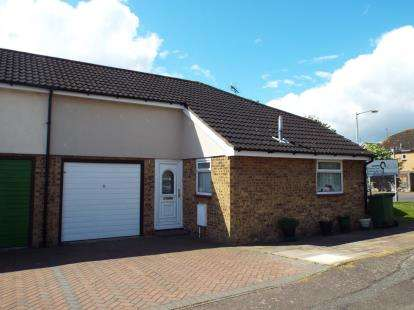 2 Bedrooms Bungalow for sale in Burnt Mills, Basildon, Essex