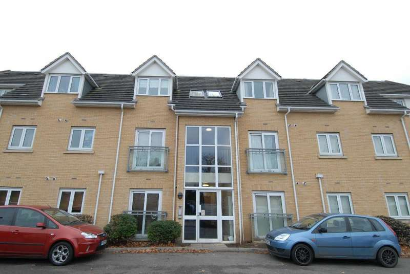2 Bedrooms Flat for rent in Grenfell Avenue, Hornchurch, RM12 4DQ