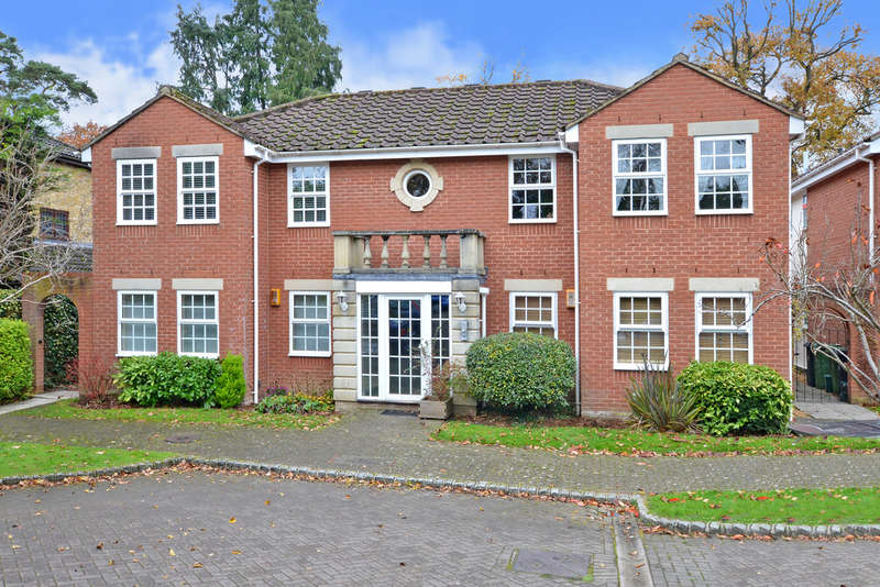 2 Bedrooms Ground Flat for rent in Raleigh Way, Frimley