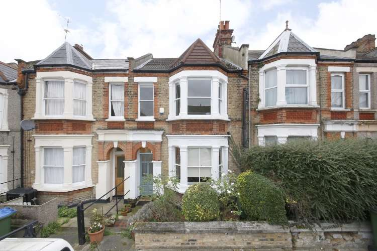 3 Bedrooms Terraced House for sale in Woodhill London SE18