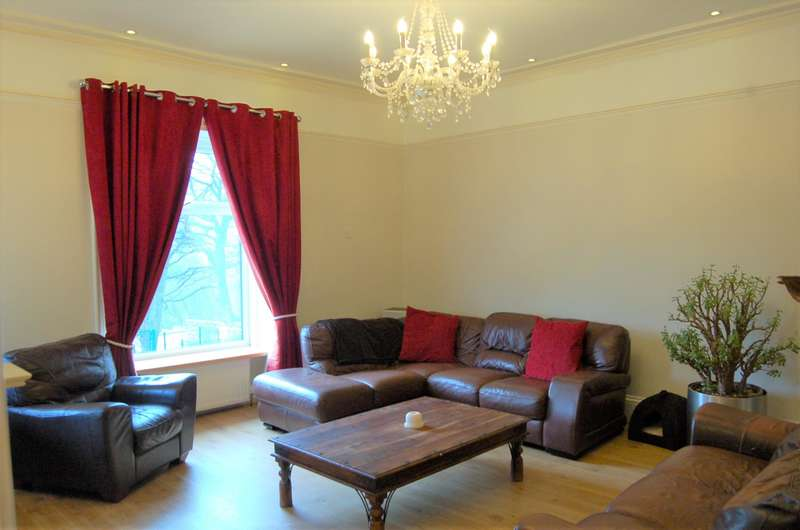 3 Bedrooms Apartment Flat for sale in Flat Castle Lodge, Halifax Road, Todmorden, OL14