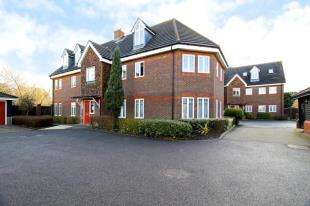 2 Bedrooms Flat for sale in Rosemead Gardens, Crawley, West Sussex