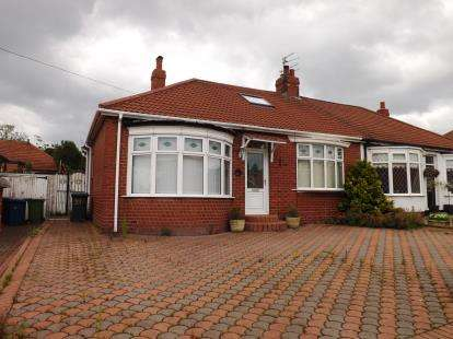3 Bedrooms Bungalow for sale in Central Gardens, South Shields, Tyne and Wear, NE34