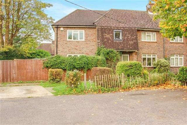3 Bedrooms Semi Detached House for rent in Balcombe