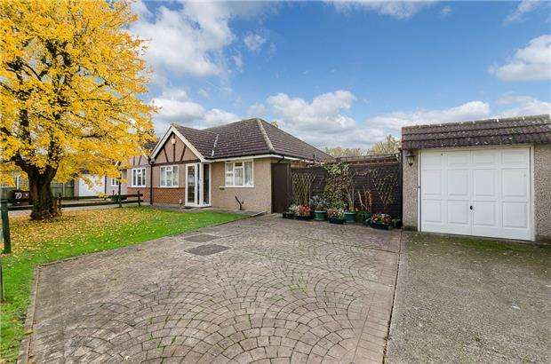2 Bedrooms Semi Detached Bungalow for sale in Rutland Drive, MORDEN, Surrey, SM4 5QL