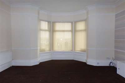 2 Bedrooms Flat for rent in Manchester Road, Burnley