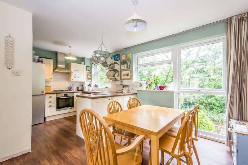 2 Bedrooms Maisonette Flat for sale in Harrison Close, Reigate, Surrey RH2 7HU
