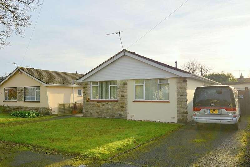 2 Bedrooms Detached Bungalow for sale in Melbury Close, Ferndown