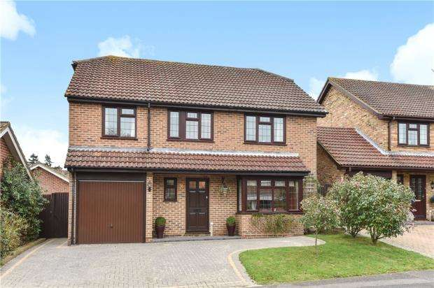 4 Bedrooms Detached House for sale in Hawkins Grove, Church Crookham, Hampshire