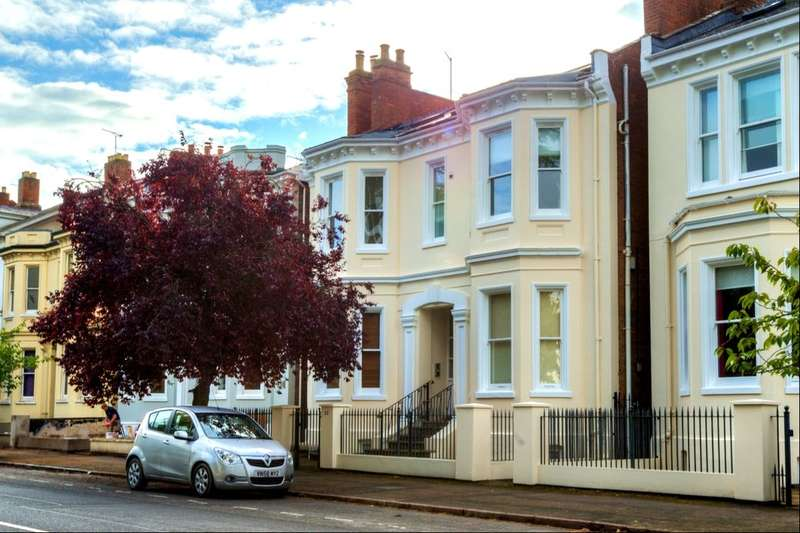 3 Bedrooms Flat for rent in Leam Terrace, Leamington Spa, CV31