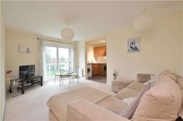 2 Bedrooms Flat for sale in Crescent Court, Foxboro Road, REDHILL, RH1 1TD