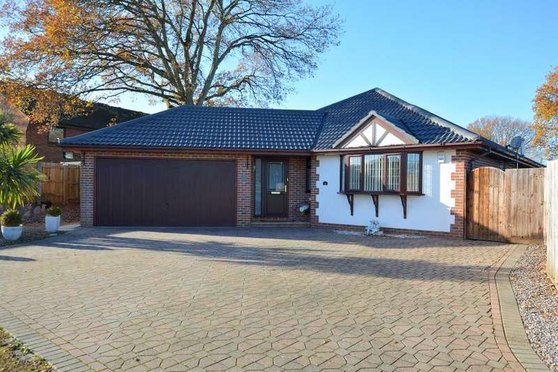 3 Bedrooms Detached Bungalow for sale in Hilltop Road, Ferndown