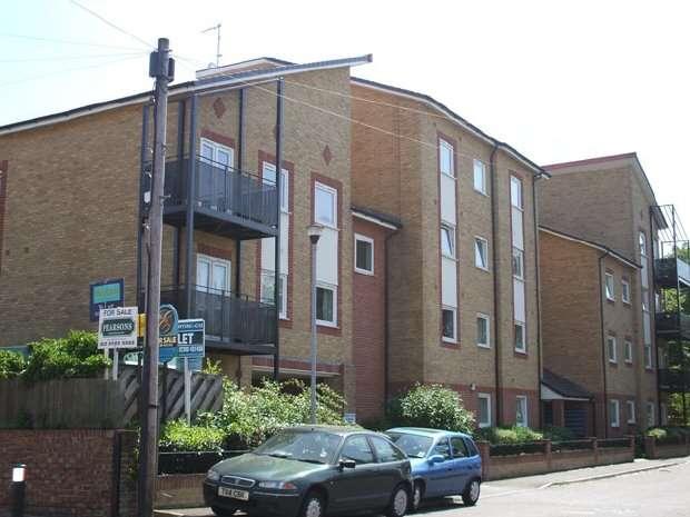 2 Bedrooms Flat for rent in Vespasian Road, Bitterne Manor (Unfurnished)