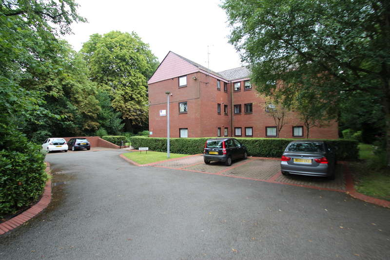 2 Bedrooms Flat for sale in Peter Bennett Close, 140 Court Oak Road