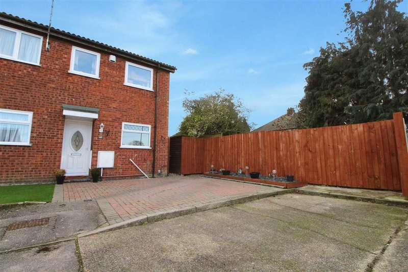 3 Bedrooms Semi Detached House for sale in Wynterton Close, Ipswich