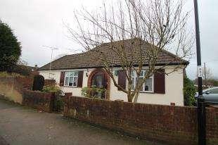 2 Bedrooms Bungalow for sale in Princes Avenue, Sanderstead, South Croydon, Surrey