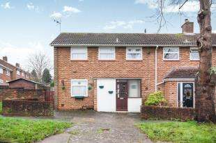 3 Bedrooms Semi Detached House for sale in Banks Road, Crawley, West Sussex