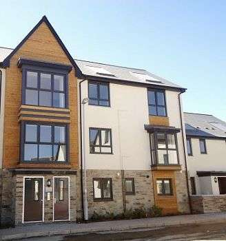 2 Bedrooms Flat for rent in Airborne Drive, Derriford, Plymouth, PL6