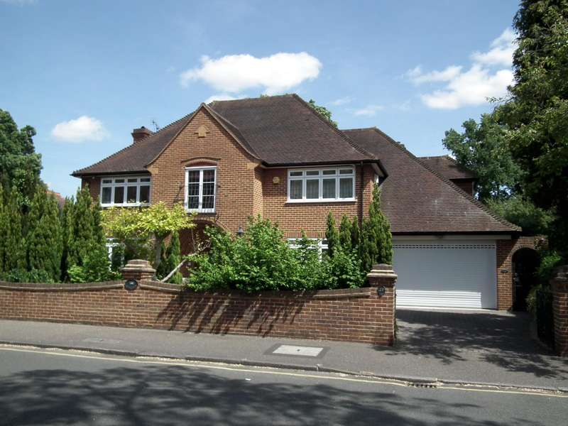 5 Bedrooms Detached House for rent in Burwood Park Road, Walton On Thames, Surrey