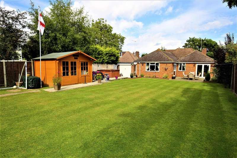 4 Bedrooms Bungalow for sale in Station Road, Staplehurst, Tonbridge