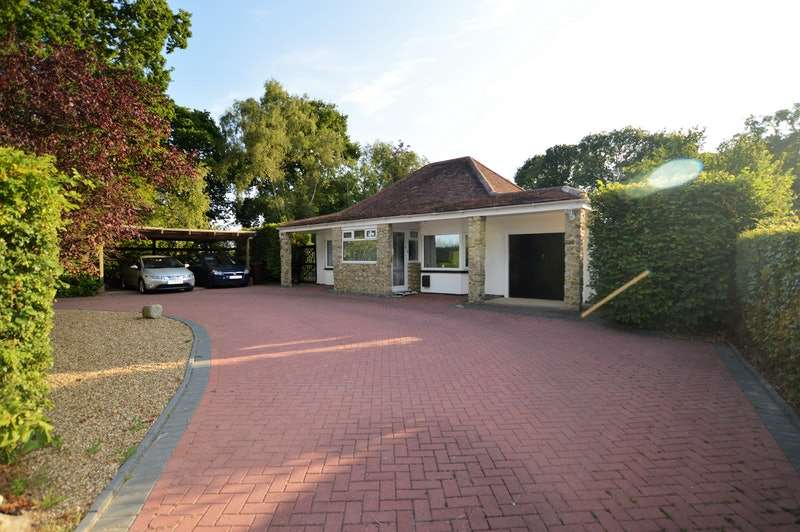 5 Bedrooms Bungalow for sale in Hornash Lane, Ashford, Kent, TN26
